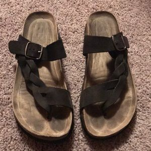 White Mountain Sandals in Black - Size 8